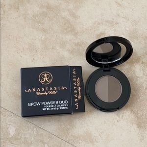 Anastasia Beverly Hills brow powder in med brown